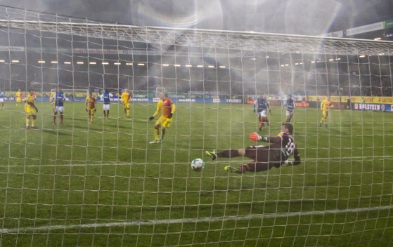 Sebastian Polter converts the penalty