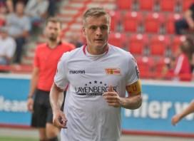 Felix Kroos on his way to a corner kick