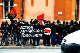 Contre-rassemblement face aux identitaires devant le tribunal(décembre 2011)