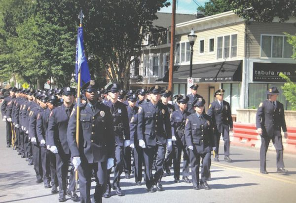 Instructor for 1,600 cops stepping down