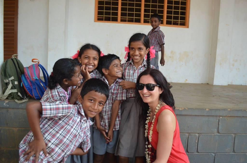 Alexandra s deťmi z Indie Foto: Alexandra Kováčová