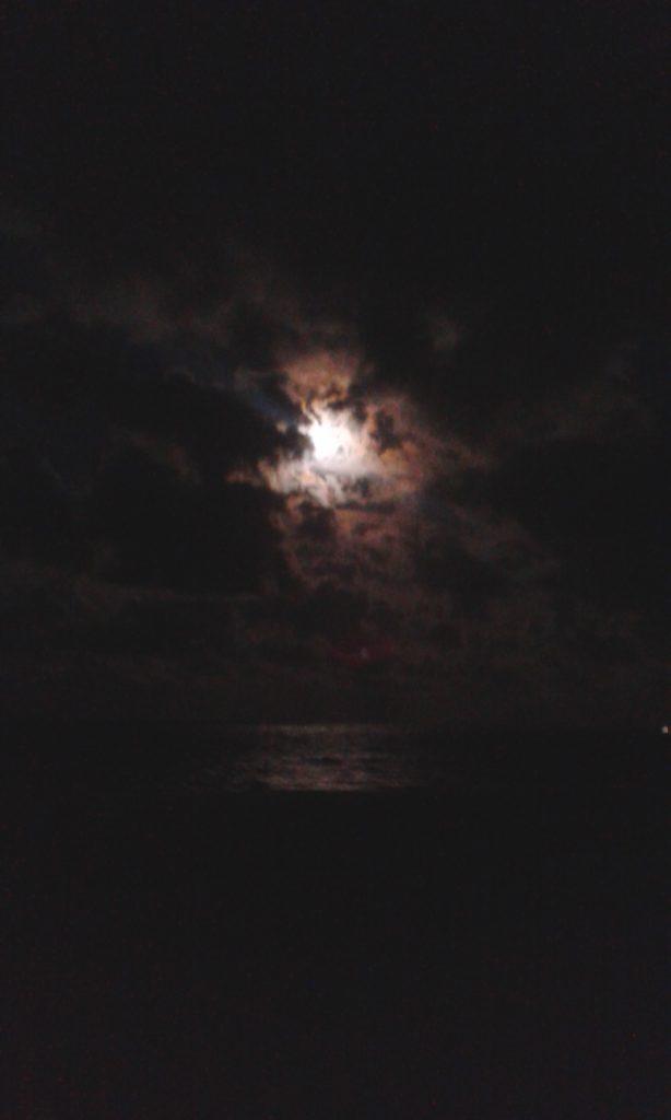 Pláž za mesačného svitu (Foto: Daniela Dujčáková)