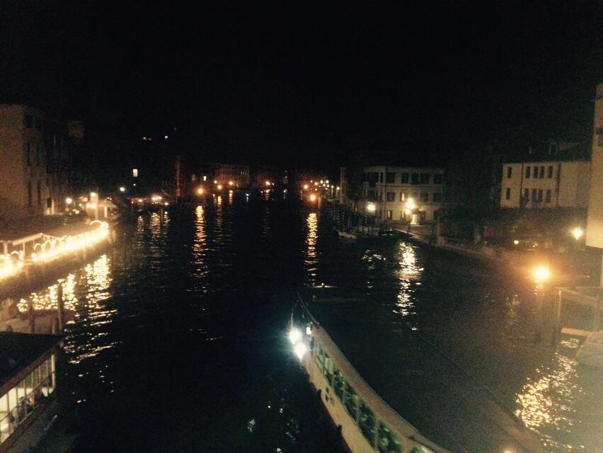Nočný pohľad na mesto (Foto: Daniela Dujčáková)