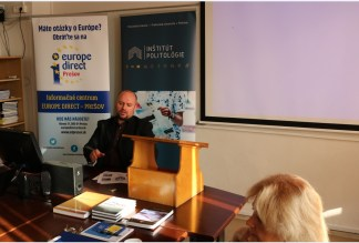 """Peter Tupta a jeho téma """"Finančná správa v colnej oblasti aj z pohľadu vonkajšej hranice EÚ"""" (Foto: UNIPOPRESS)"""