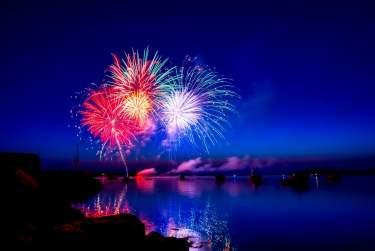 盛夏之夜:日本花火大會的起源(宮島水中花火大會)