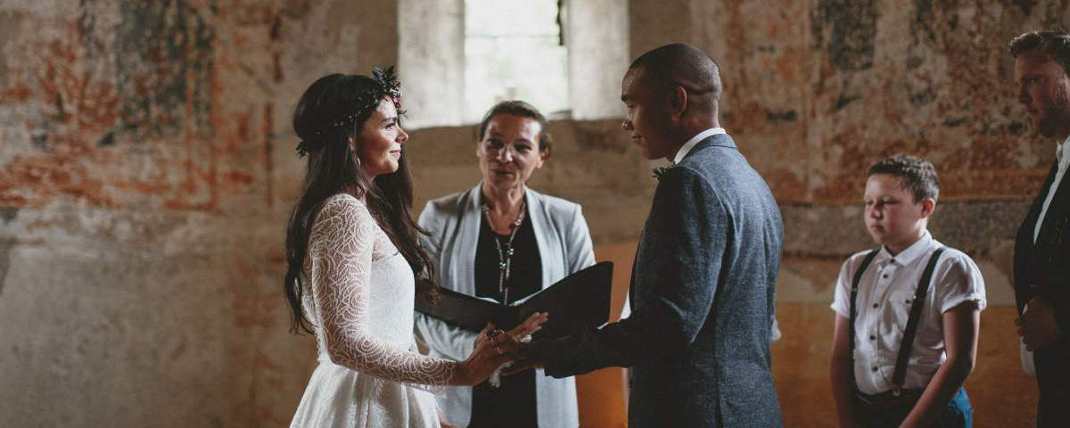 How much costs a wedding celebrant in France?