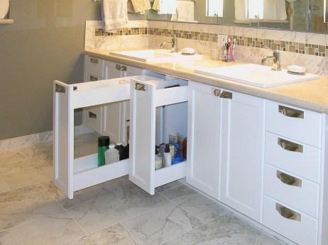 White Vanity-RO-detail