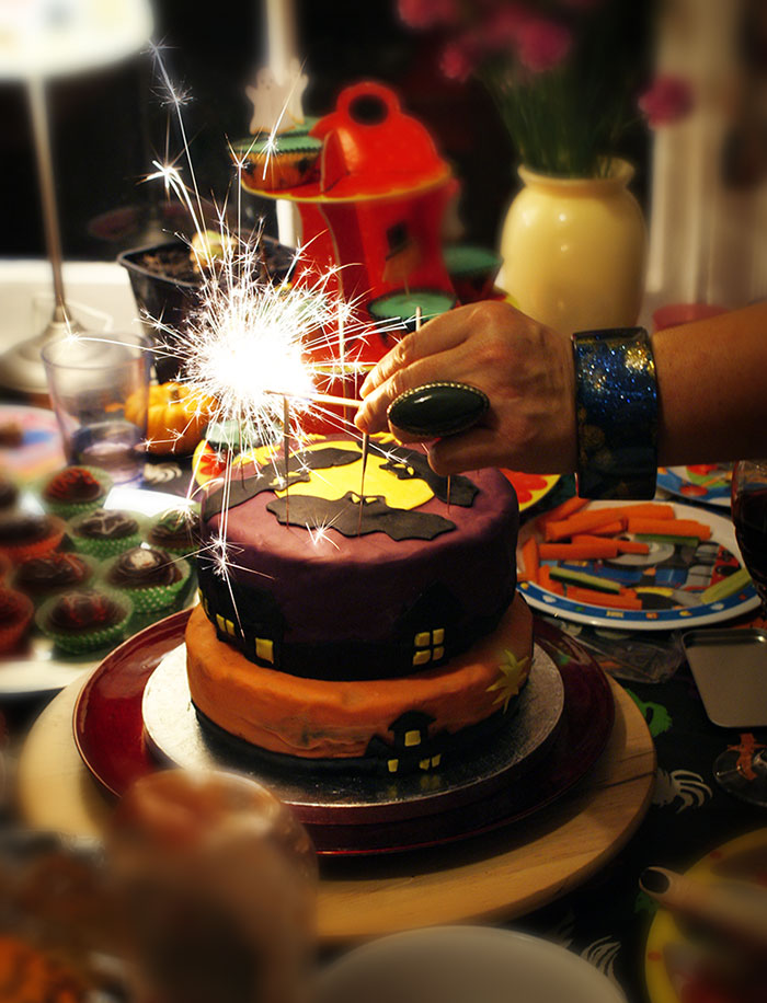 Image of Decorated Halloween cake for your Halloween party ideas