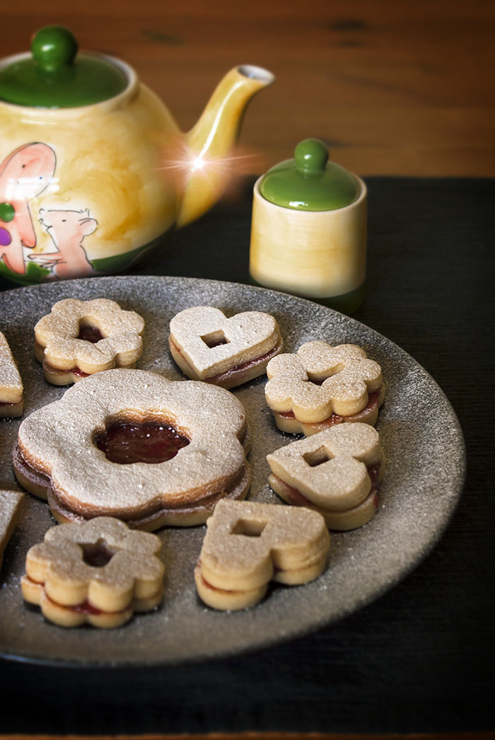 linzer cookies image
