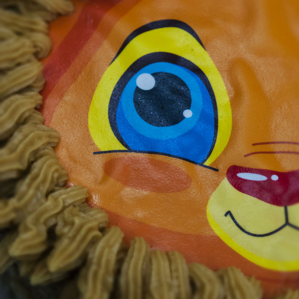 lion cake topper detail