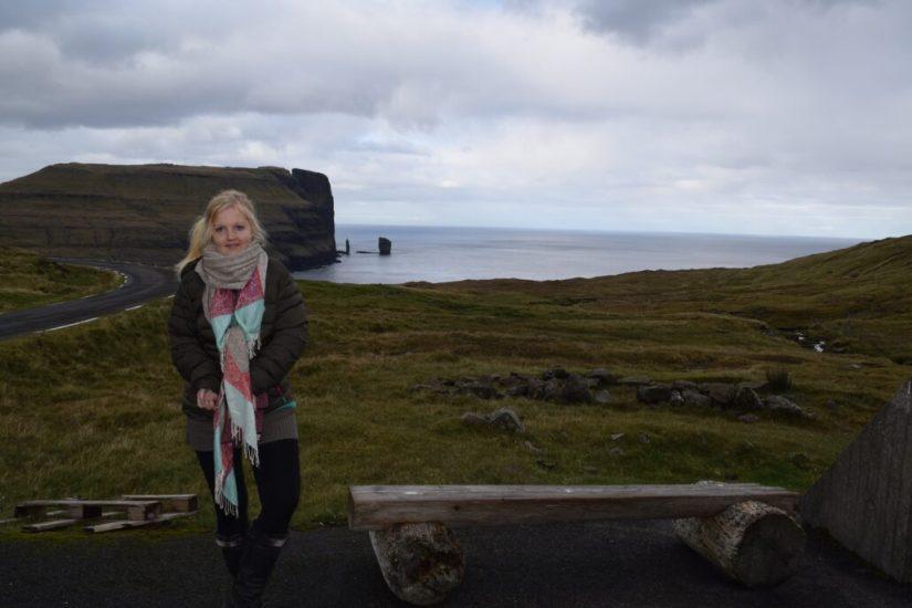 Julie ved kæmpen og kællingen, Færøerne