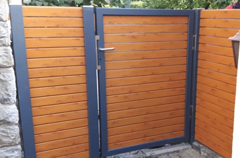 fence rhombus wood imitation with spacer and door