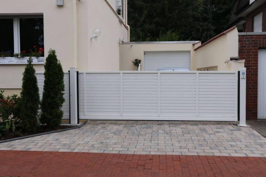 gate rhombus white