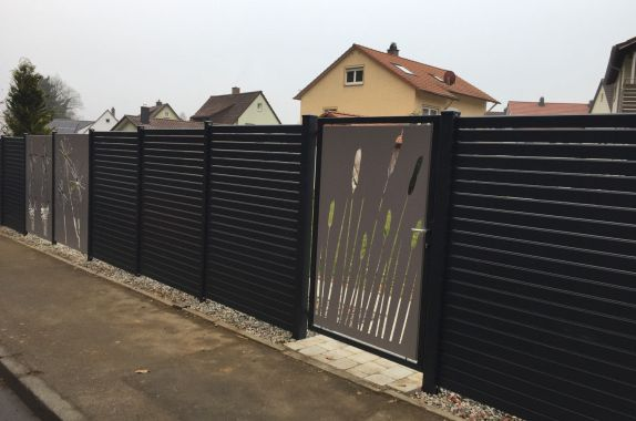 fence rhombus black with picture panels