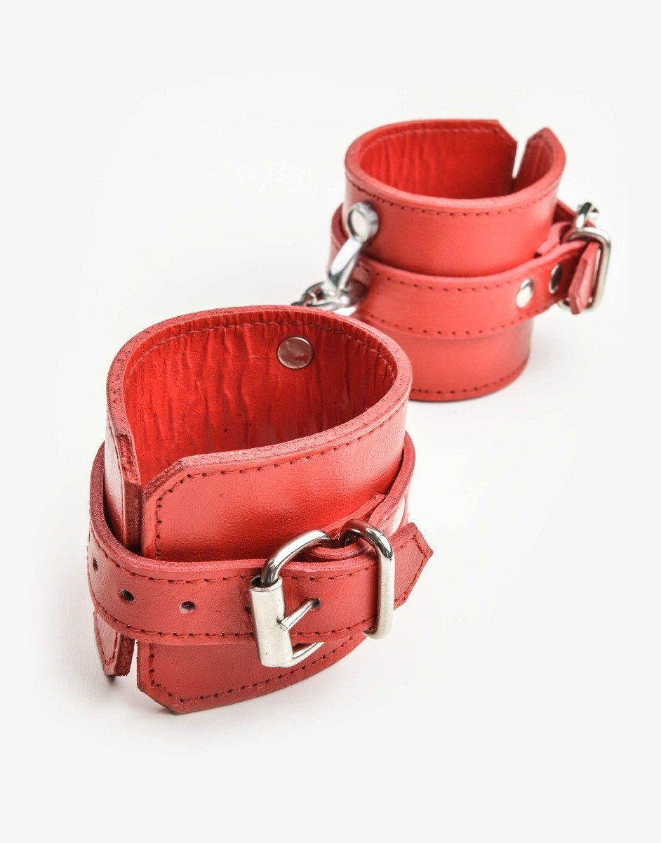 Flotte læder manchetter i rødt kraftigt læder