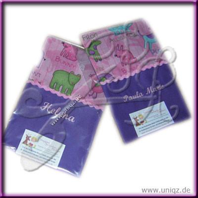 U-Hefthüllen in lila-pink mit Namen bestickt
