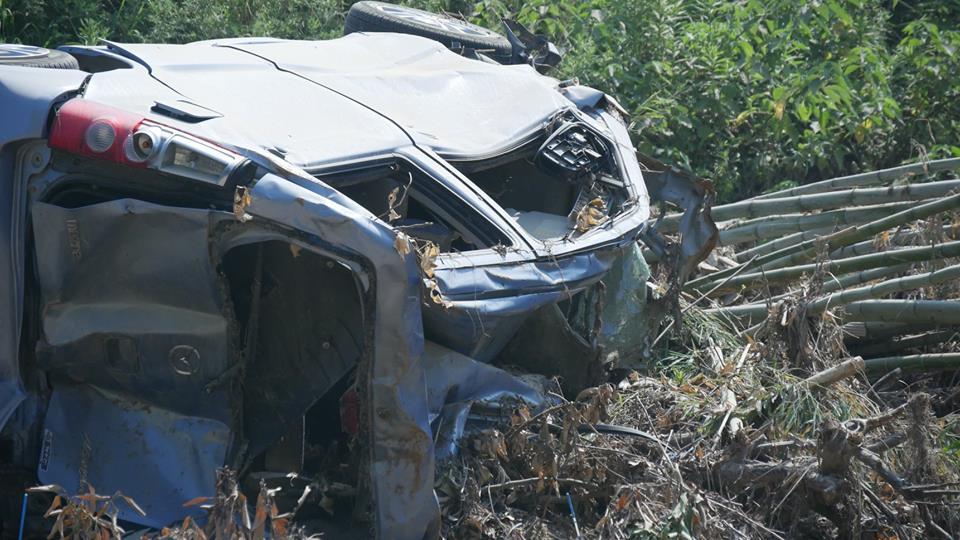 土砂で潰されてしまった車