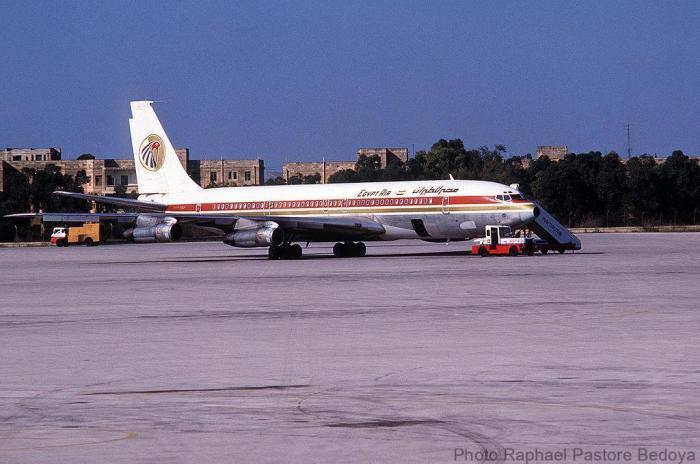 1024px-Egypt_Air_Boeing_707_in_Malta