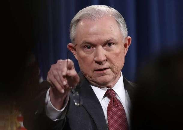 """Sessions pide la """"bendición"""" de Dios VIA: la Opinion"""