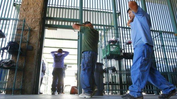 20180608-immigrant-detention-master1.jpg