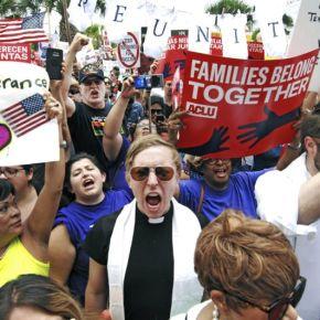 US judge criticizes plan to reunify families split at border