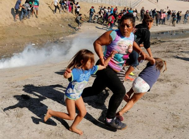 https_cdn.cnn.comcnnnextdamassets181125205733-11-migrant-border-1125