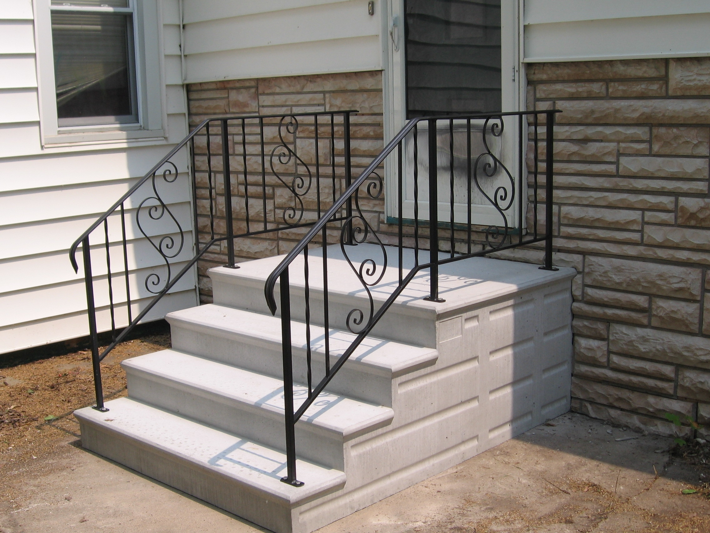 Precast Concrete Steps Serving The Chicagoland Area   Ready Made Outdoor Stairs