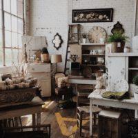furniture store photo-1460776960860-7adc30a4e69d