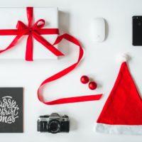 gifting christmas photo-1514207994142-98522b5a2b23