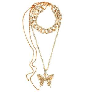 collier papillon en or avec des diamants