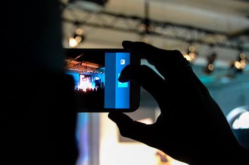 Die Welt - ein Smartphone...(Foto: Jakubetz)