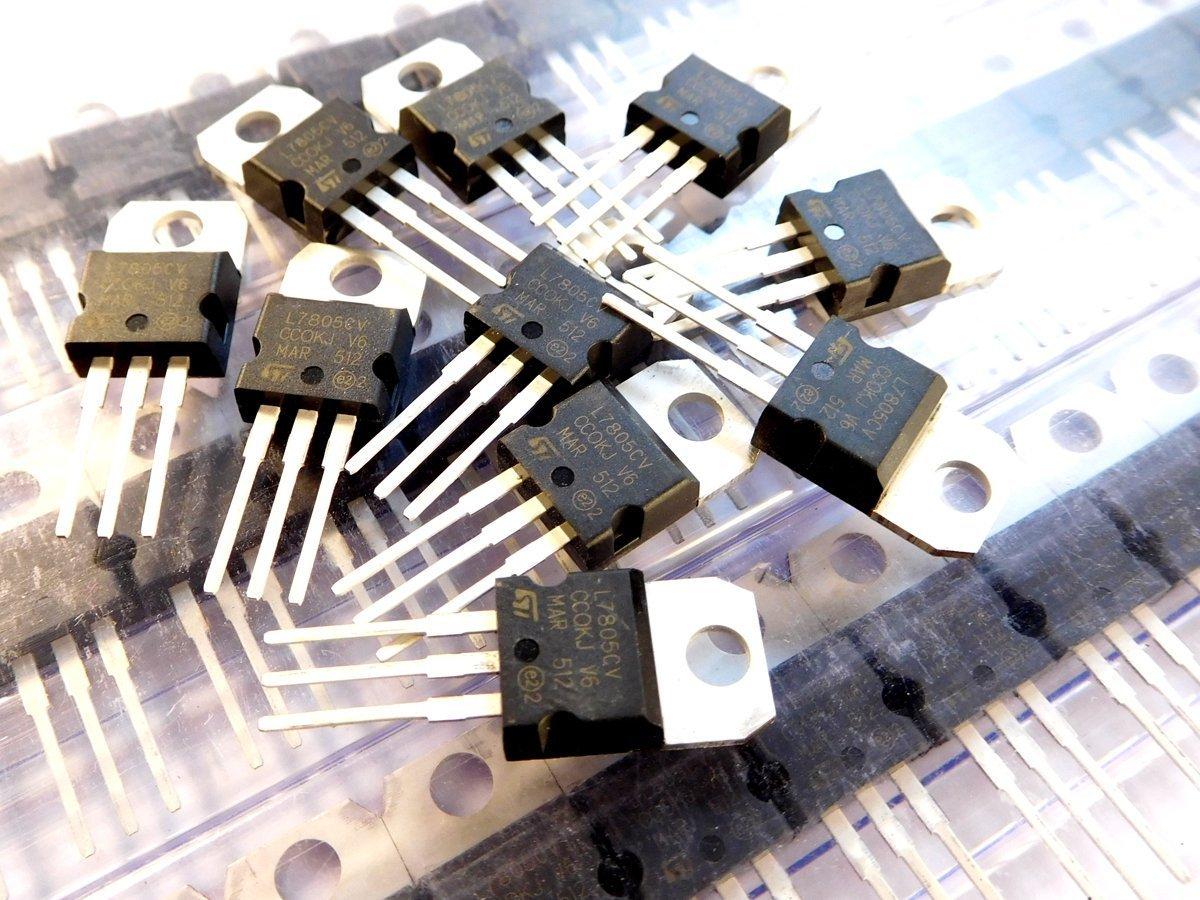 5 pcs ST L7805CV 5V 1.5A - smarter electronics by universal solder