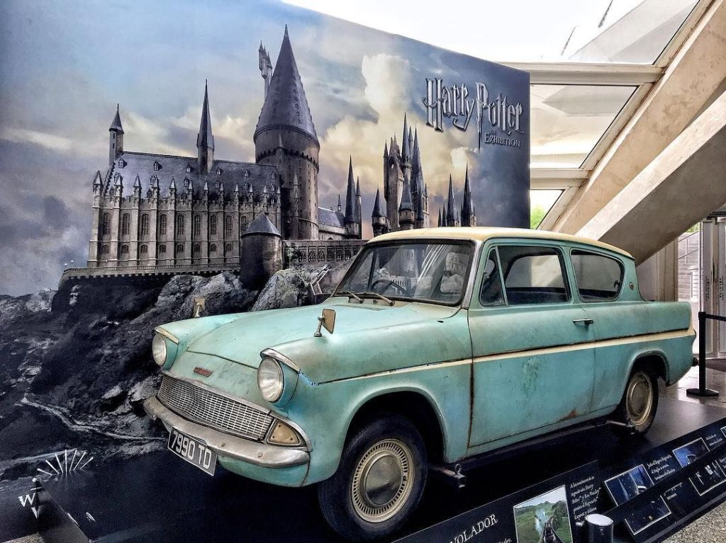 Weasley's Ford Anglia - Behind the scene of Harry Potter & Chamber of Secret