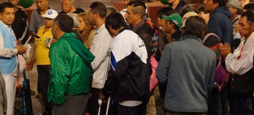 Los Ángeles de la Calle ayudando a los indigentes de nuestro país