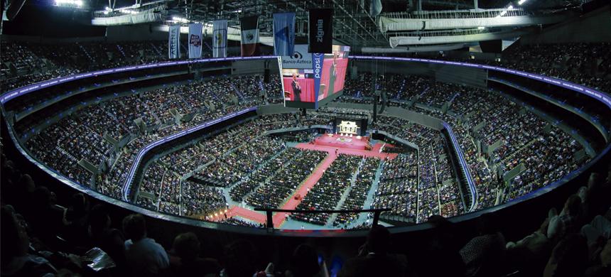 En todo el país, más de 80 mil personas se reunieron para presenciar la entrada del Arca de la Alianza