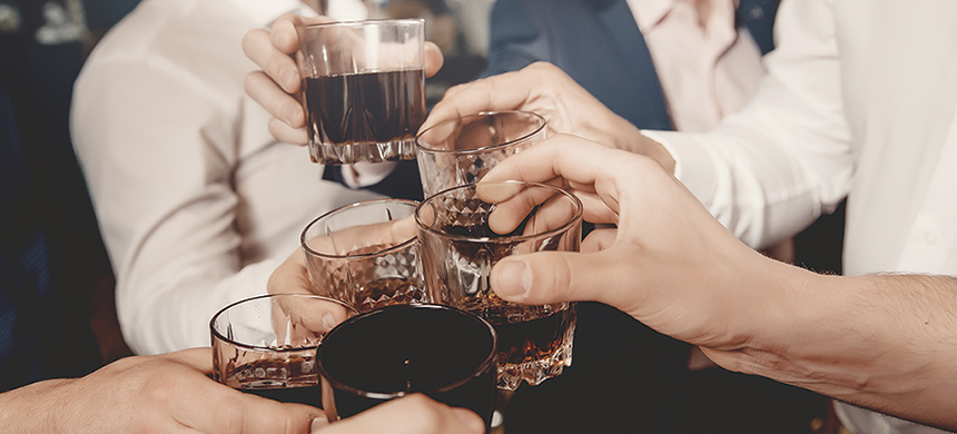 ¿Tomar alcohol sirve para desestresarse?