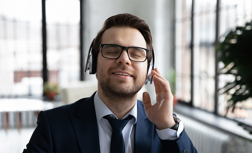 Audífonos: el mal uso puede causar pérdida de la audición