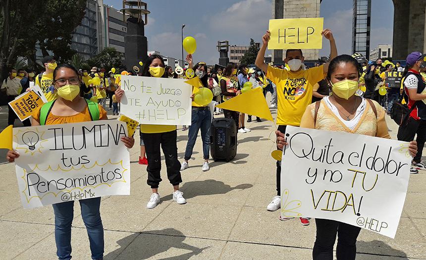 Jóvenes marchan en las calles de México para decir NO al suicidio