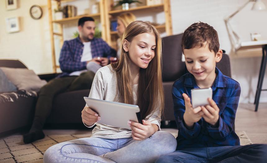 Huérfanos digitales: el error de descuidar a tus hijos