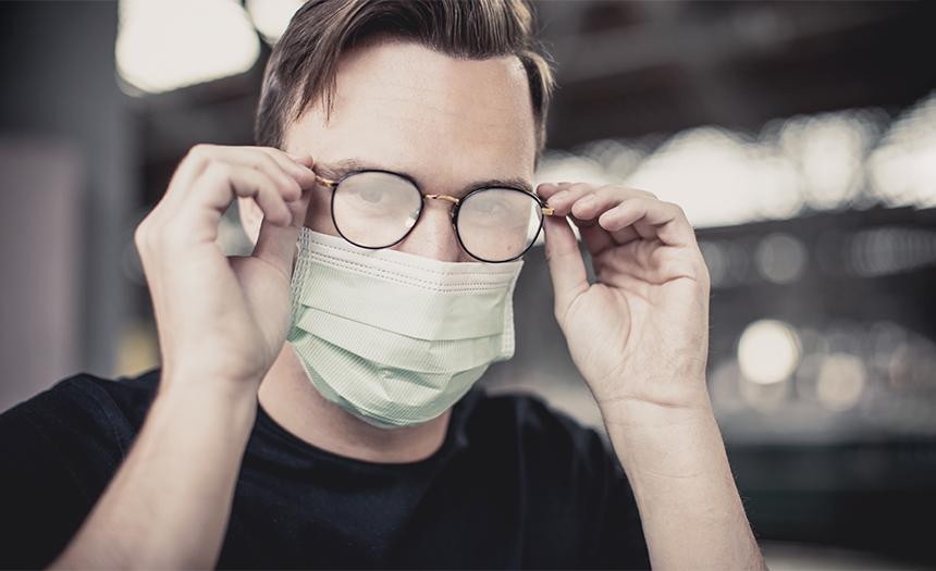 ¿Tus lentes se empañan con el cubrebocas? Aplica estos consejos