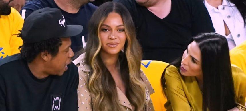 Beyoncé tiene crisis de celos en público