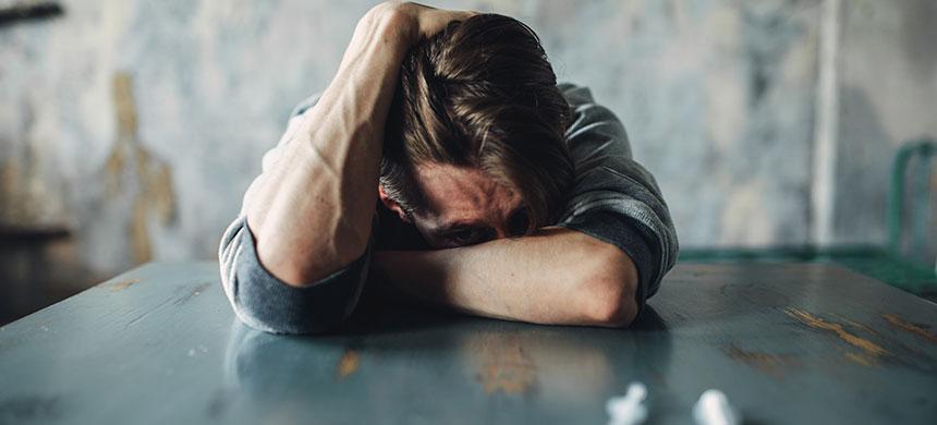 Queriendo solucionar un problema, los adictos se meten en otro peor