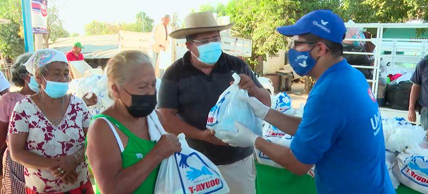 Habitantes mixtecos de La Petaca malbaratan sus productos para sobrevivir