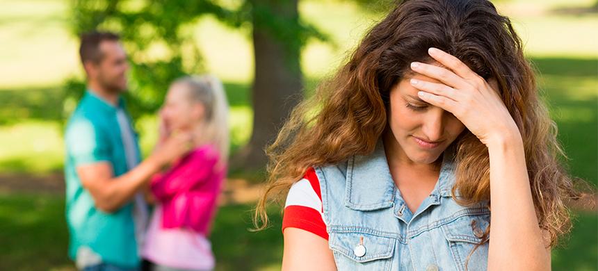 ¿Qué puedes hacer si tu esposo es amigo de su examante?
