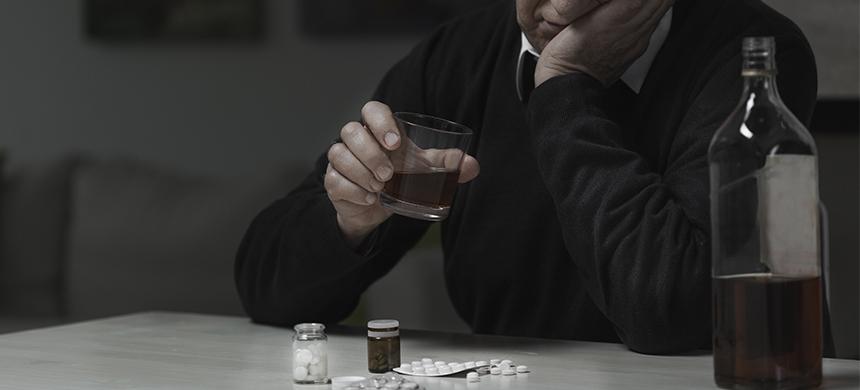 Las personas de la tercera edad también tienen adicciones