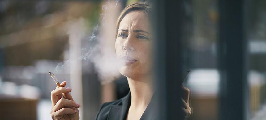 Los exfumadores tienen mala salud durante 25 años después de dejar de fumar, afirma especialista