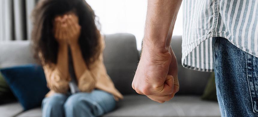 La reducción de ingresos por COVID-19 incrementó los casos de violencia doméstica, afirma estudio