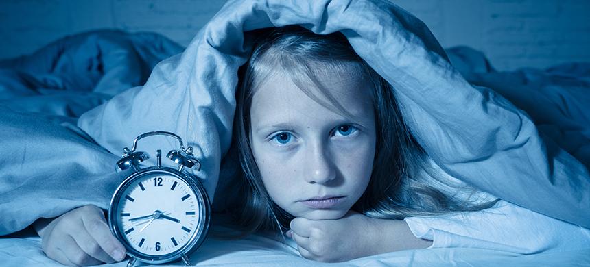 Pandemia puede causar aumento de estrés y problemas de sueño en adolescentes y niños