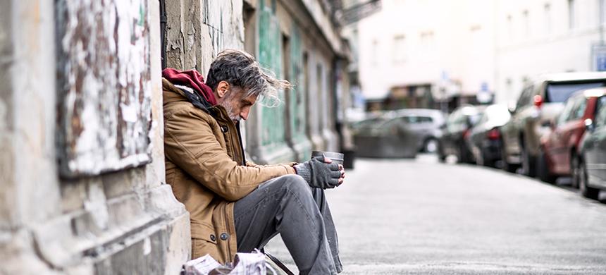 La mitad de las personas de la tercera edad vive en la pobreza