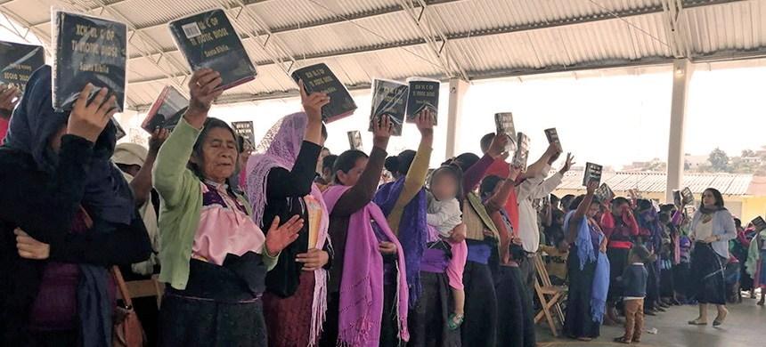 Día Internacional de la Lengua Materna: existen Biblias traducidas en lenguas indígenas de México
